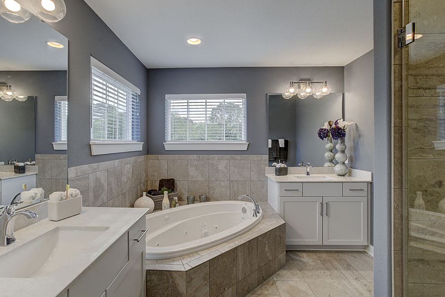 BielinskiBlog_OwnersRetreat_8-21_MasterBathroom.jpg